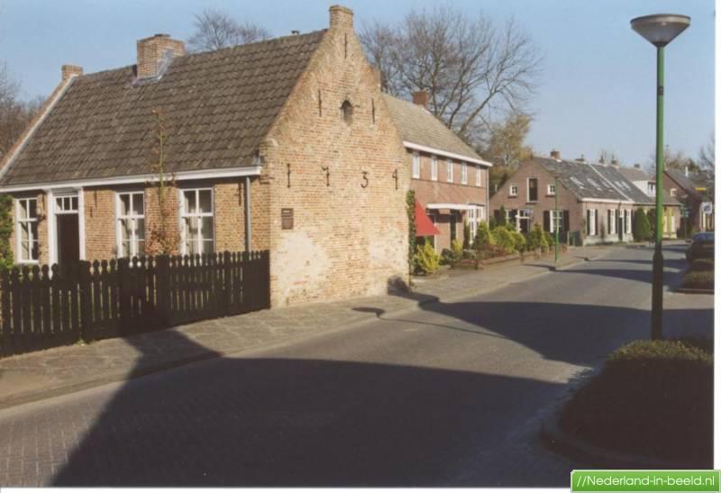Nuenen gulberg luchtfoto 39 s foto 39 s nederland in for Huis en tuin nuenen