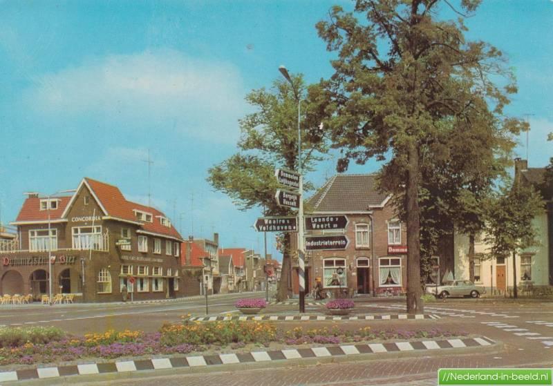 Valkenswaard • Eindhovenseweg 1 t/m 49 • Met voormalig Hotel Café  Restaurant Concordia nu Steakhouse Armada. Kopie van ansichtkaart. • Zomer  1968